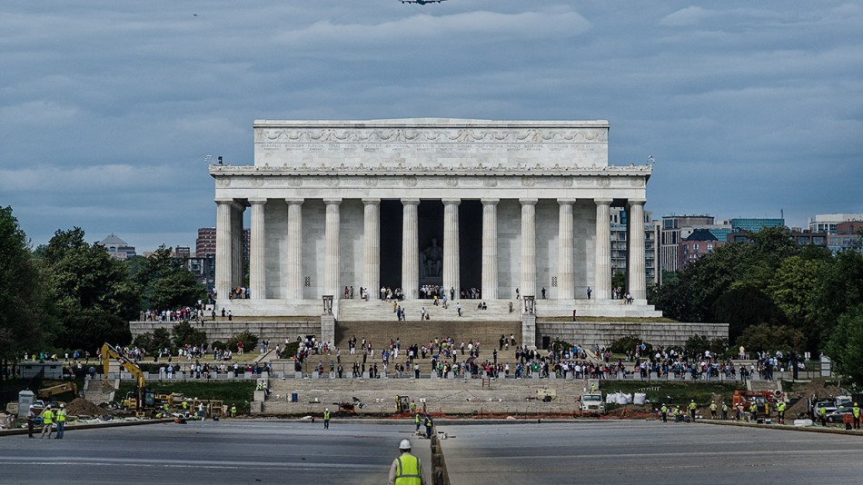 Looking at Discovery Over Lincoln Memorial